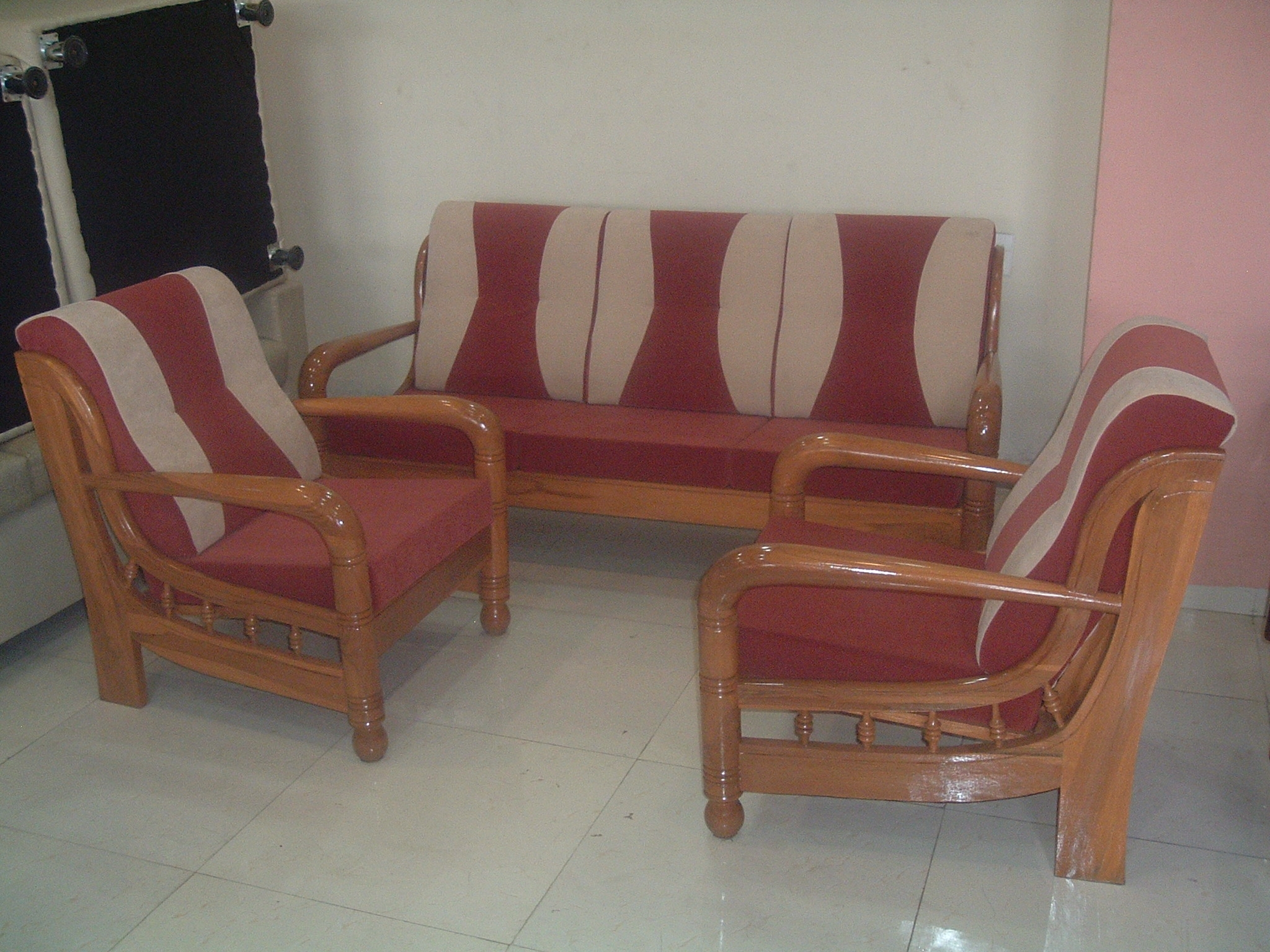 Magnificent Wood Sofa Set with Cushions 2048 x 1536 · 1719 kB · jpeg